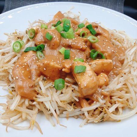 kip sate met (rijst of noodle )